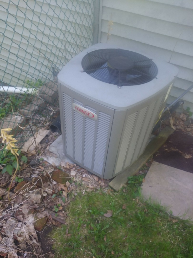 Worcester, MA - Performing clean and check on lennox a/c system