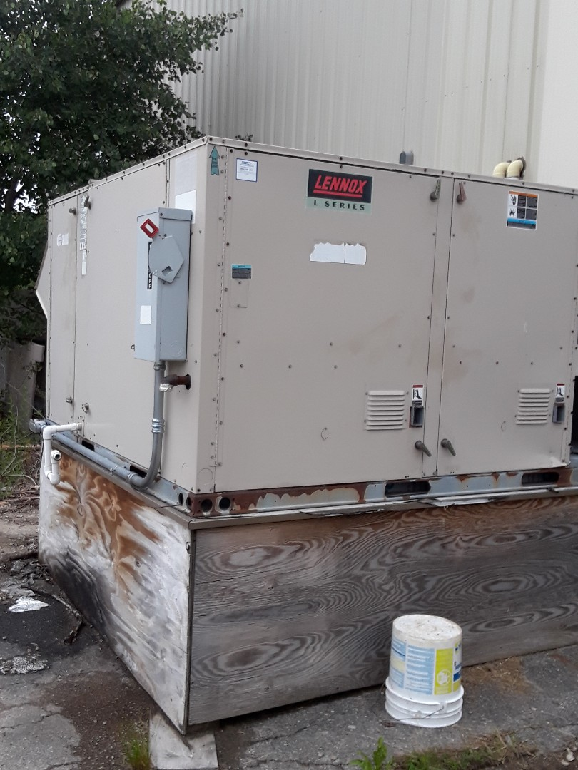 Oxford, MA - AC Repair on Lennox Rooftop unit