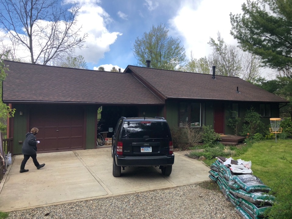 Brighton, MI - Roof replacement GAF Timberline Hickory