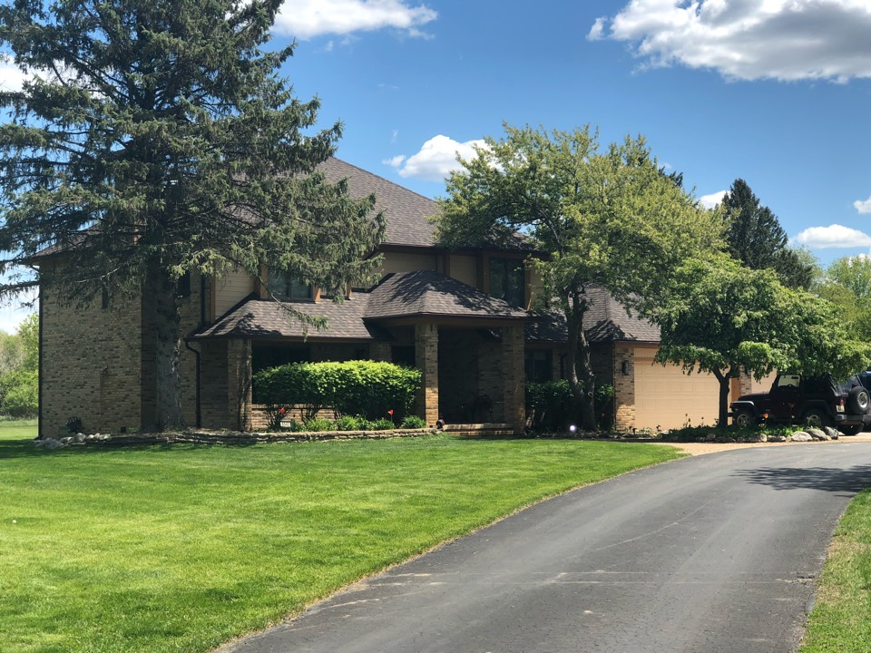 Plymouth, MI - Beautiful CertainTeed LandMark Pro shingle installed on this Plymouth Twp. home. Color: Shenandoah