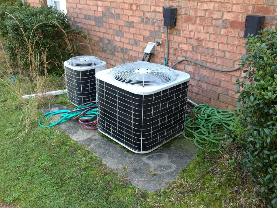 Fayetteville, GA - Performing Air Conditioning Tune Up!