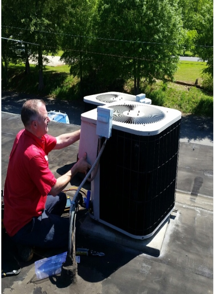 Cedartown, GA - Air conditioning tune up on roof top