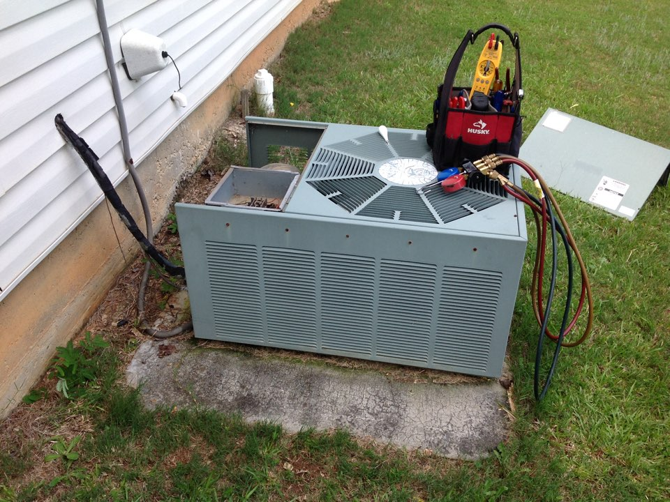 Riverdale, GA - Air Conditioning Repair on a Ruud!