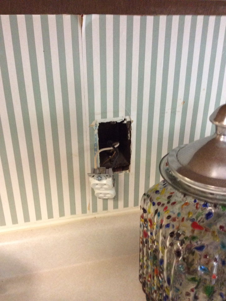Fayetteville, GA - Electrical repair trouble shooting kitchen outlets