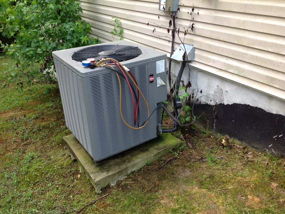 Riverdale, GA - Air Conditioning Repair on a Rheem Heat Pump!