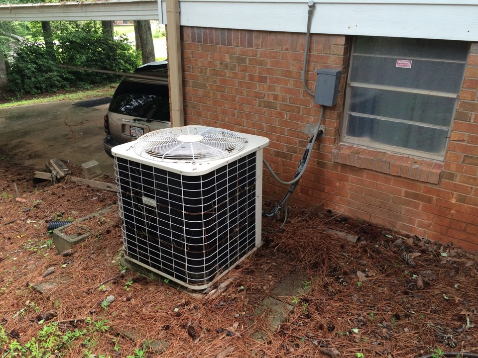 Lithia Springs, GA - Air Conditioning Repair on a Bryant Heat Pump!