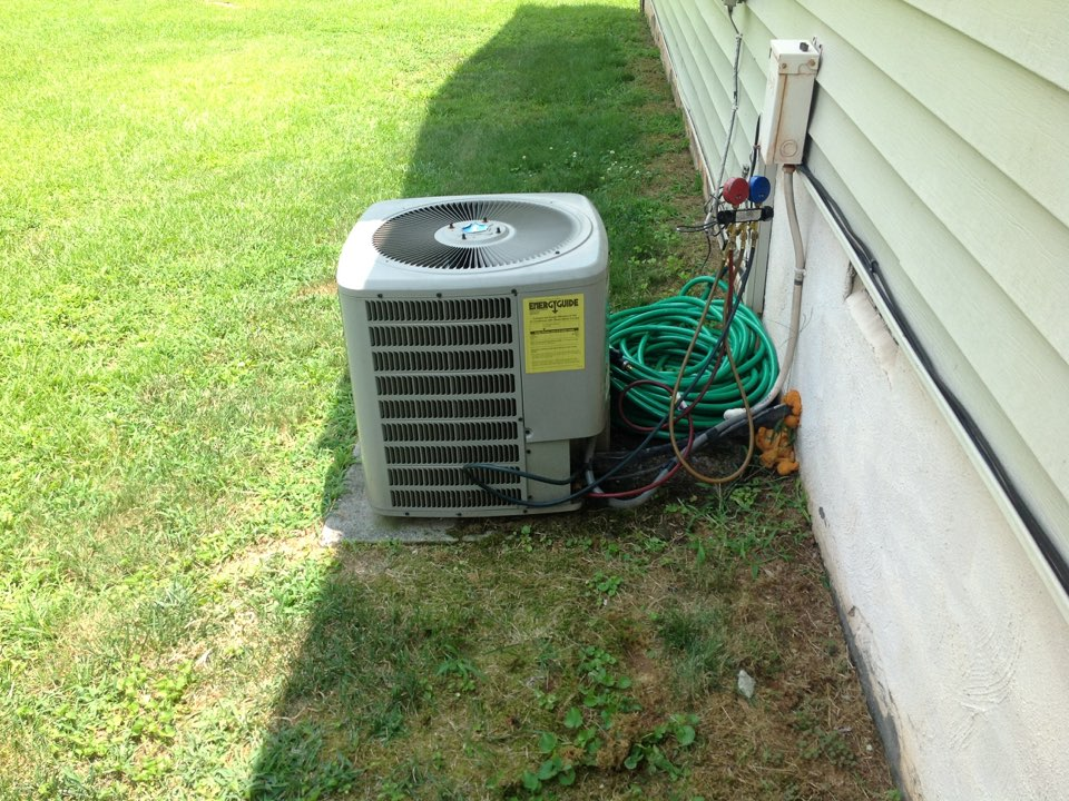 Riverdale, GA - Air Conditioning Repair on a Goodman!