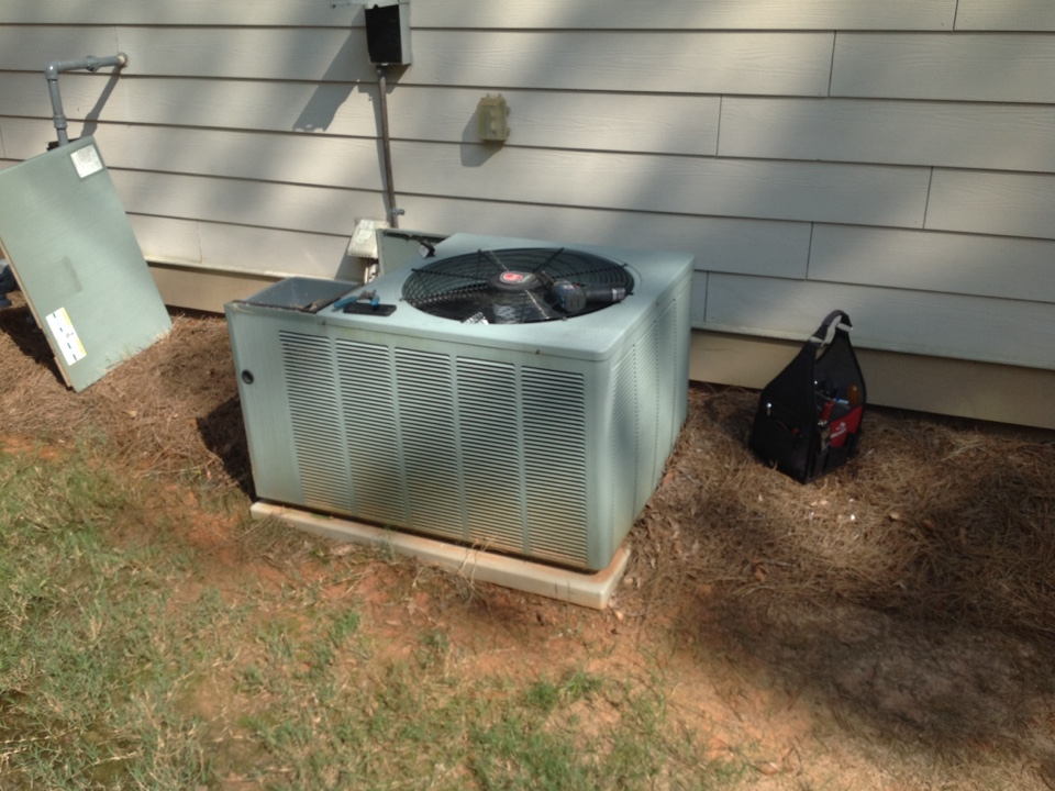 Newnan, GA - Air Conditioning Repair on a Rheem