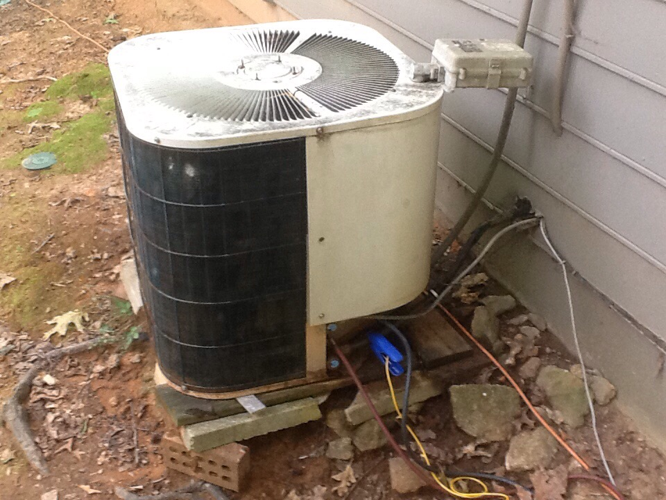 Stone Mountain, GA - Air conditioning tune up on a Amana system