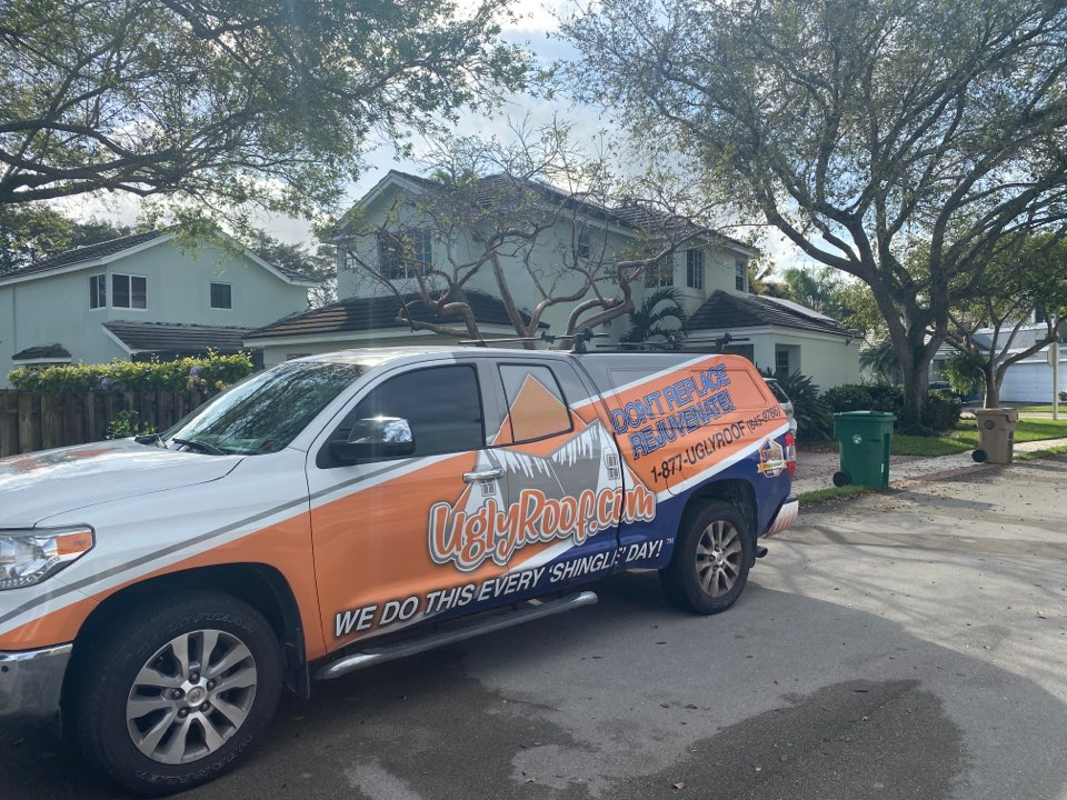 Davie, FL - Roof inspection for a full roof replacement by the best roofing contractor near you