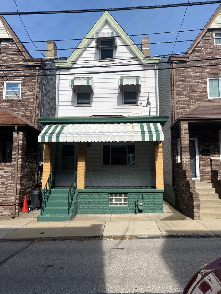 Pittsburgh, PA - Doing a roof inspection for a couple in need of a replacement