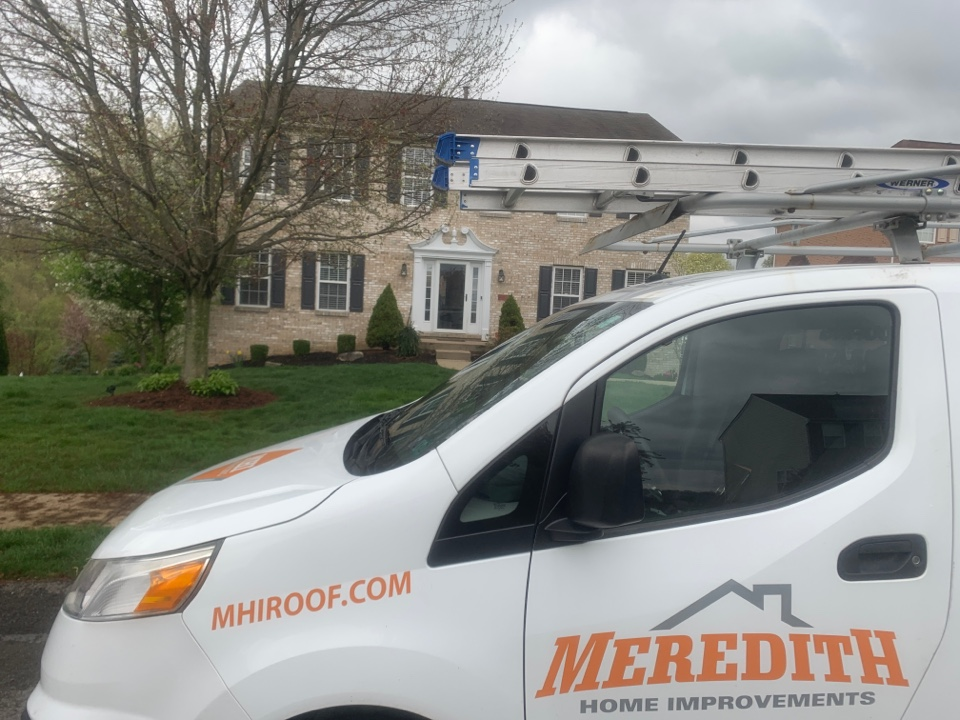 McKees Rocks, PA - Best GAF Master Elite Roofing Contractor in Pittsburgh. We're doing a free inspection out here in PGH MHI roofing helping another customer with their roof call us 412-722-9166
