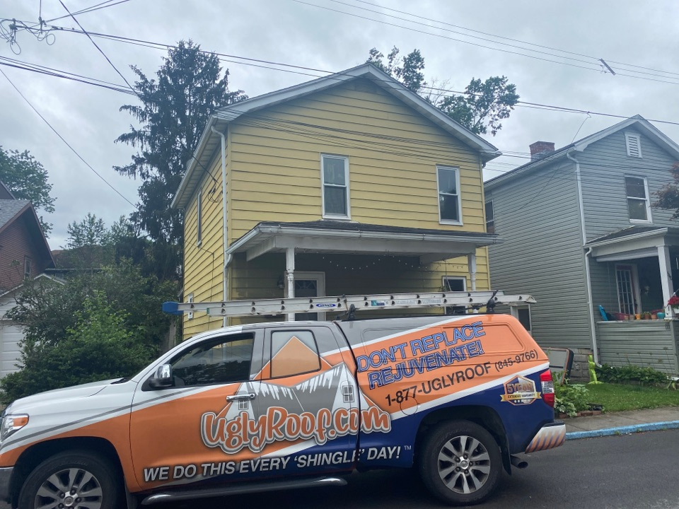 Morgantown, WV - Roof inspection for a GAF timberline HDZ asphalt shingle roof replacement by the best master elite roofing contractor near you