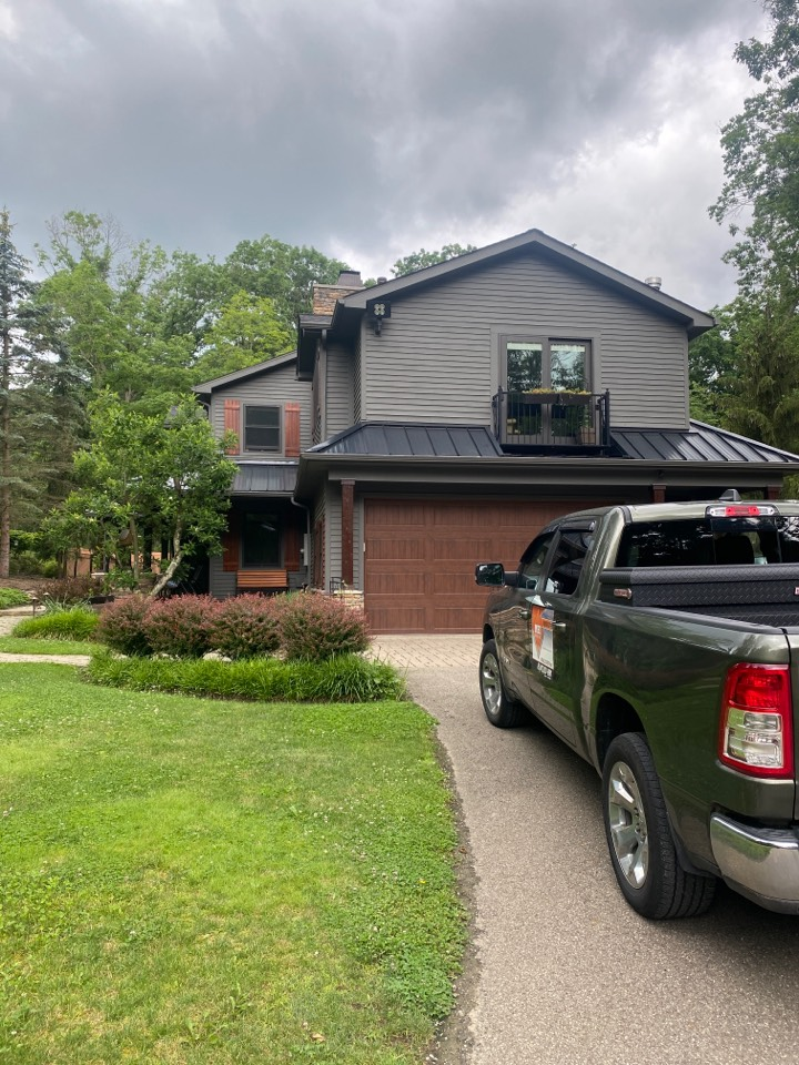 Cranberry Township, PA - GAF Master Elite Contractor in Cranberry doing a roof inspection for a roof replacement estimate. timberline HDZ shingles