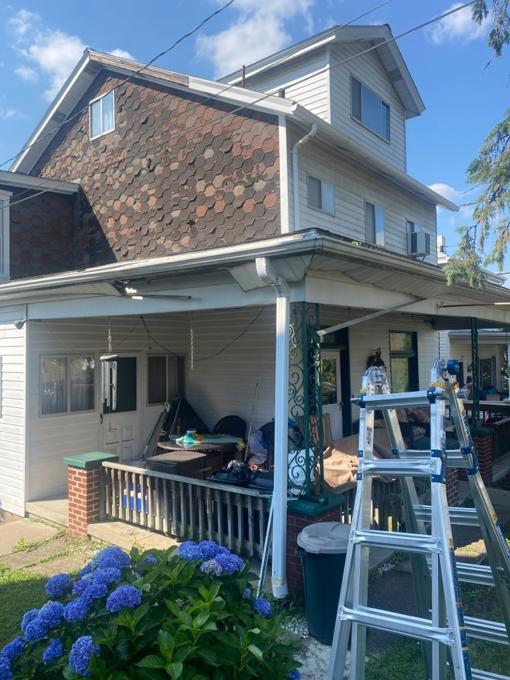 Pittsburgh, PA - GAF Master Elite Contractor in Crafton doing a roof replacement estimate on a front porch. Soffit, Fascia, and Gutters Included