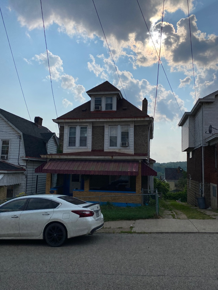 Pittsburgh, PA - Inspecting a home for wind damage and roof replacement as a GAF Master Elite contractor in Pittsburgh, Pa.