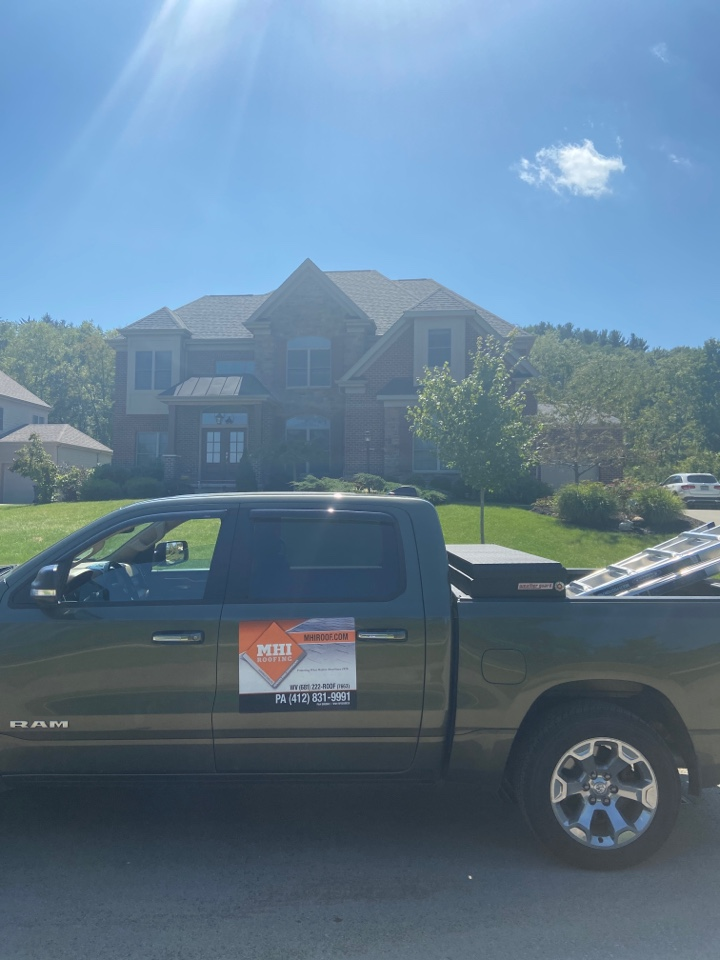 Wexford, PA - GAF Master Elite Contractor in Wexford doing a roof replacement estimate for a customer with storm damage