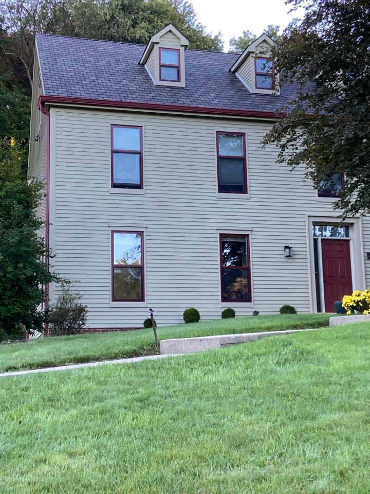 Pittsburgh, PA - GAF Master Elite Contractor in Fox Chapel doing a roof repair estimate.