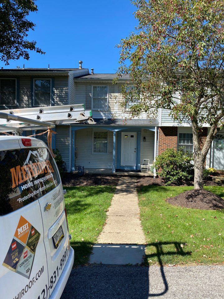 Pittsburgh, PA - Inspecting a home for roof replacement in Pittsburgh pa as a GAF Master Elite contractor.