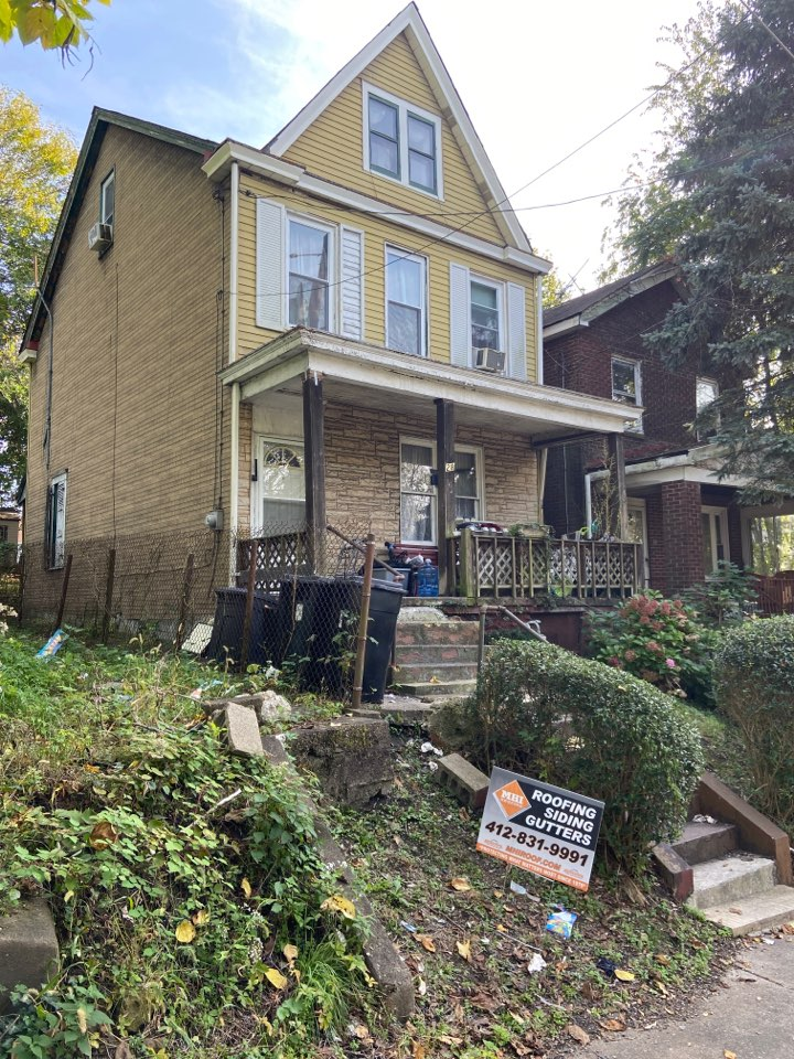 Pittsburgh, PA - GAF Master Elite Contractor in Mt. Oliver doing a roof replacement estimate