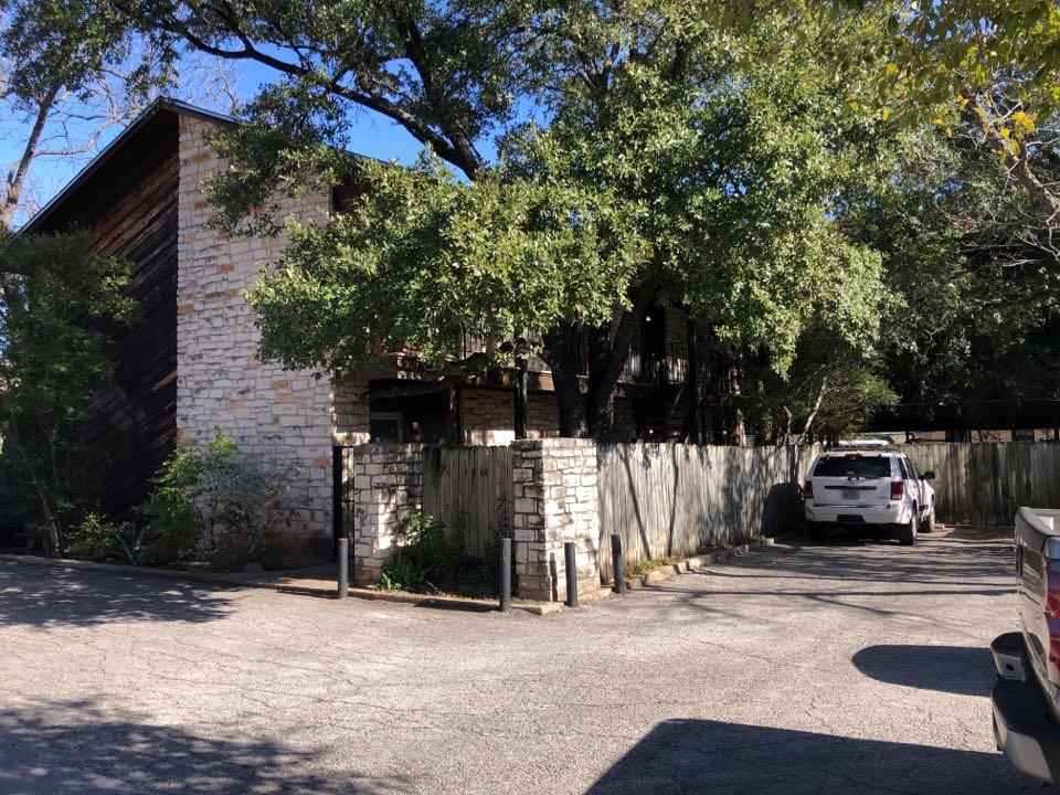 Austin, TX - Apartment complex needing residing and paint.