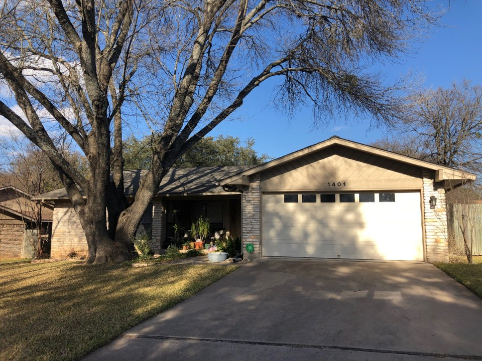 Round Rock, TX - James Hardie Siding installation and painting.