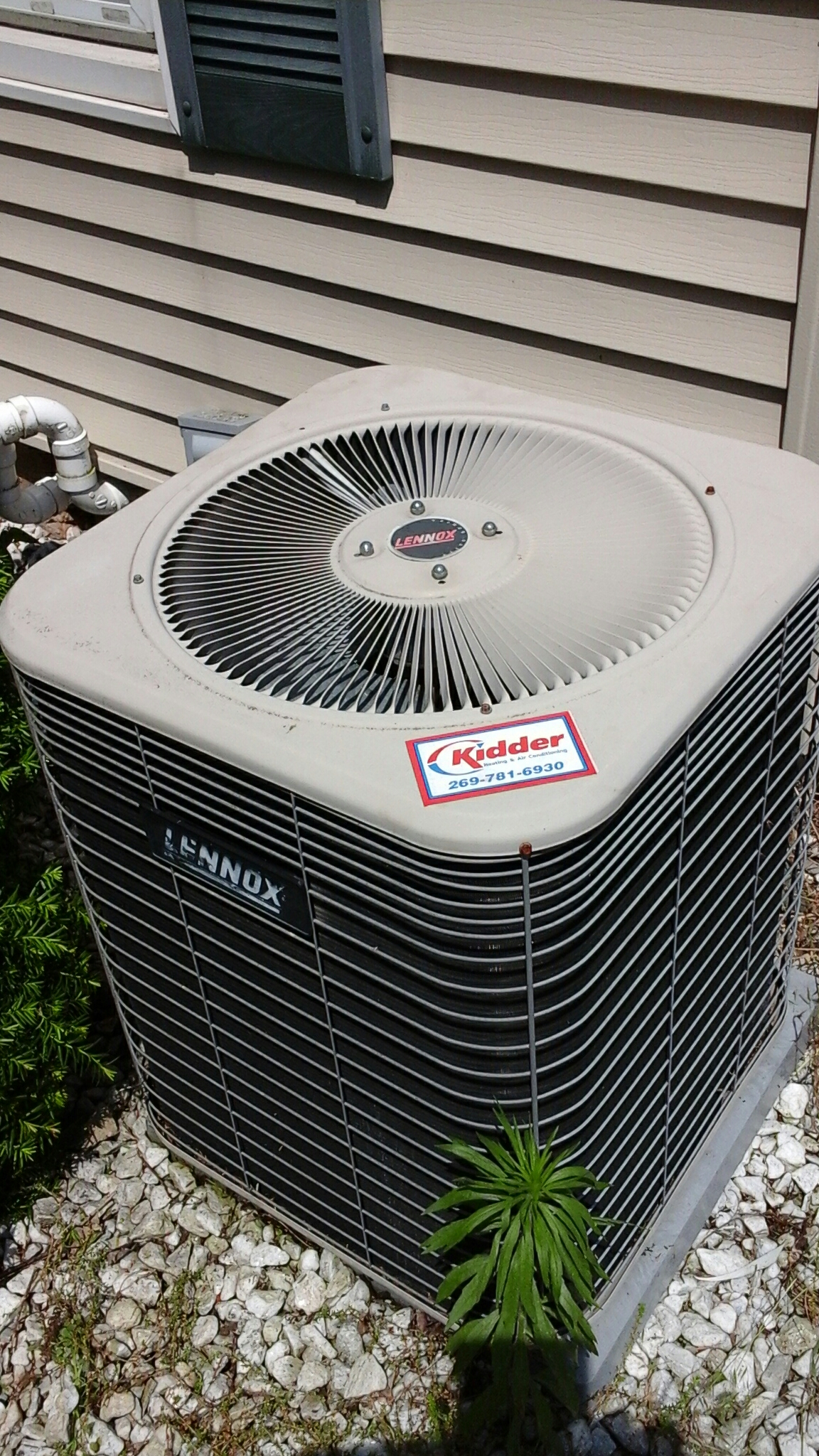East Leroy, MI - Performed a precision tune-up on a Lennox HS 29 air conditioning unit with R - 22 refrigerant and replaced the contactor.