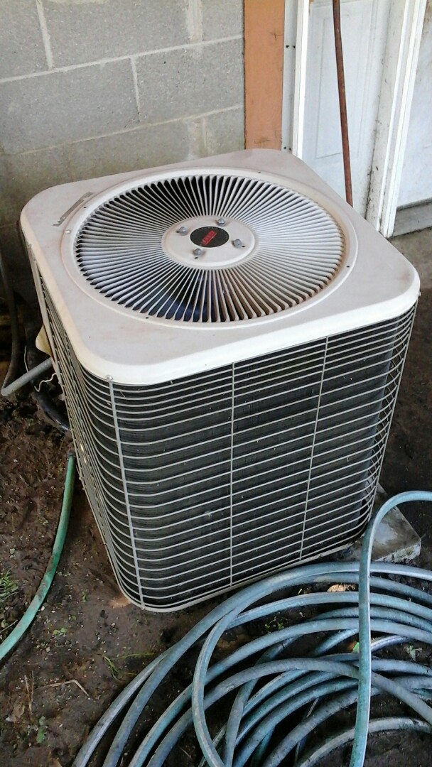 East Leroy, MI - Performed a precision tune-up on a Lennox HS 29 air conditioning unit with R - 22 refrigerant charge.