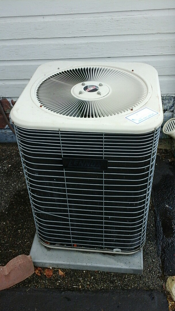 Burlington, MI - Performed a precision tune-up on a Lennox HS 29 air conditioning unit with R - 22 refrigerant charge.