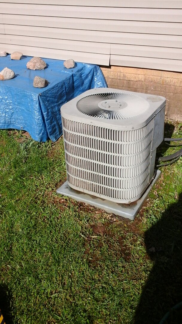 Olivet, MI - Yearly maintenance tune-up on a Goodman air conditioning unit with R - 22 refrigerant charge.