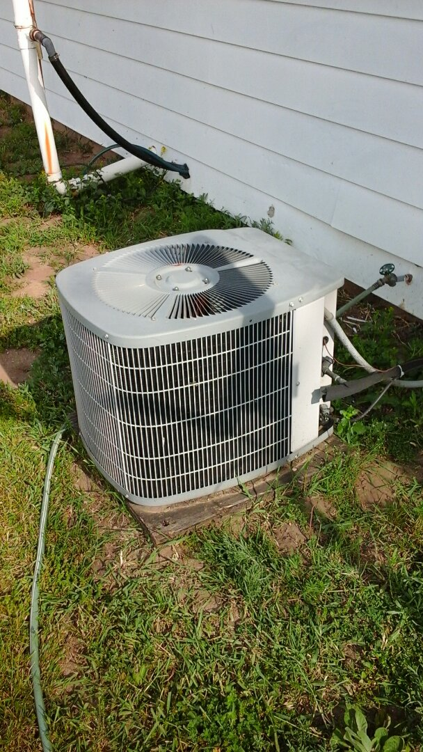 Bellevue, MI - Carrier air conditioning just hummimg