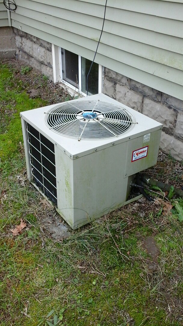 Battle Creek, MI - Yearly maintenance tune-up on a heat controller air-conditioning unit with R - 22 refrigerant charge and a 14 � 20 � 1 pleated air filter.