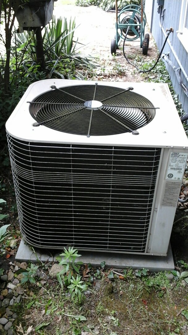 Marshall, MI - Yearly maintenance tune-up on a Lennox HSX air conditioning unit with R410A refrigerant charge and a #201 Aprilaire media air filter.