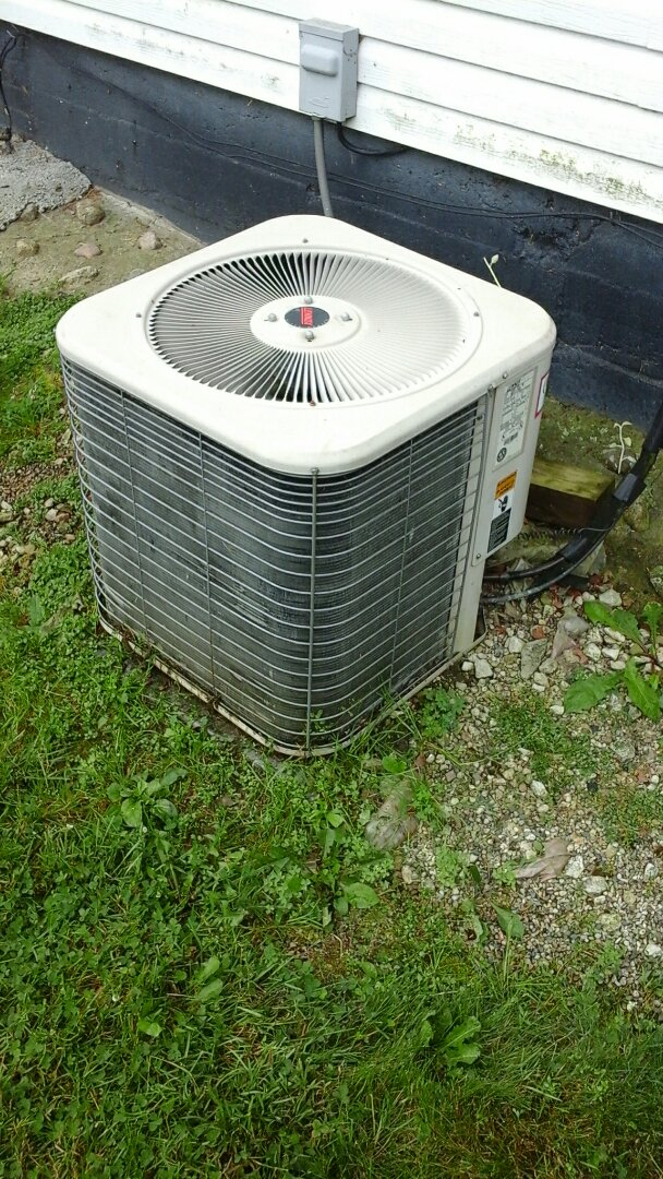 Charlotte, MI - Yearly maintenance tune-up on a Lennox HS 29 air conditioning unit with R - 22 refrigerant charge and a 20 x 25 x 4 media air filter and condensate pump.