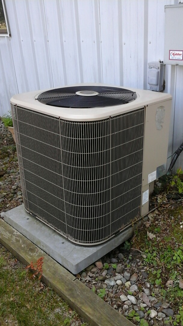 Marshall, MI - Yearly maintenance tune-up on a Bryant Legacy air-conditioning unit with R410A refrigerant charge and a 20 x 20 � 1 fiberglass air filter.