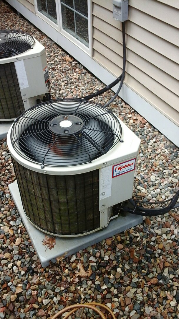Battle Creek, MI - Yearly maintenance tune-up on a Payne air conditioning unit with R410A refrigerant charge and a 16 � 25 � 2 pleated air filter.