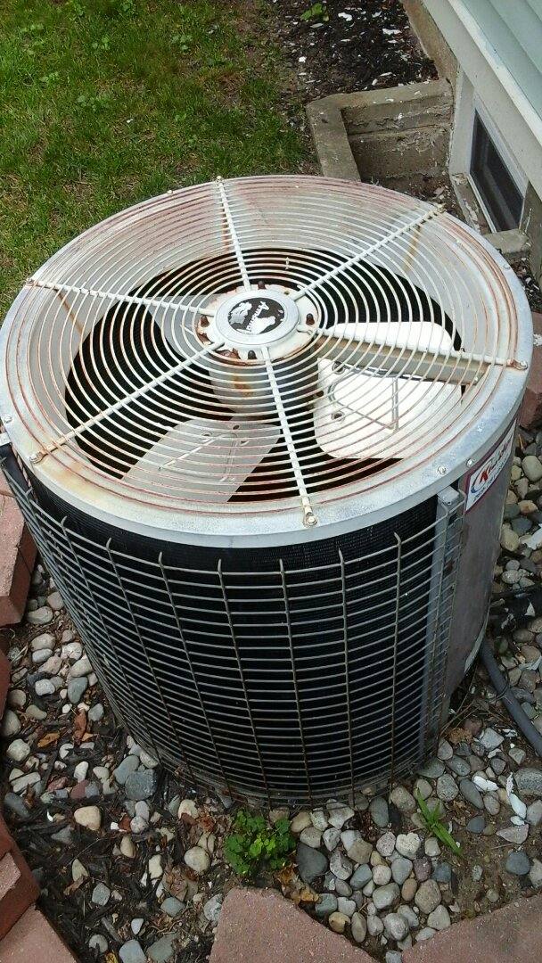Battle Creek, MI - Old air conditioner low on freon