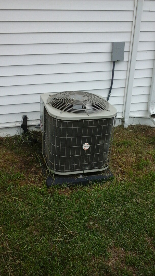 Augusta, MI - Payne air conditioner humming and not spinning.