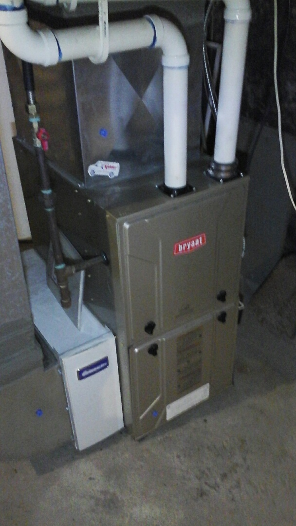 Ceresco, MI - Yearly maintenance tune-up on a Bryant 925SA high-efficiency furnace with a 16 � 25 � 4 media air filter and condensate pump.