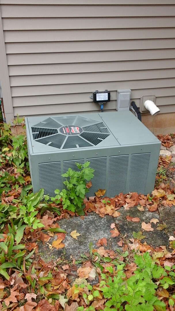 Tekonsha, MI - Yearly maintenance tune-up on a Ruud air conditioning unit with R - 22 refrigerant charge and a 16 � 24 � 1 pleated air filter.