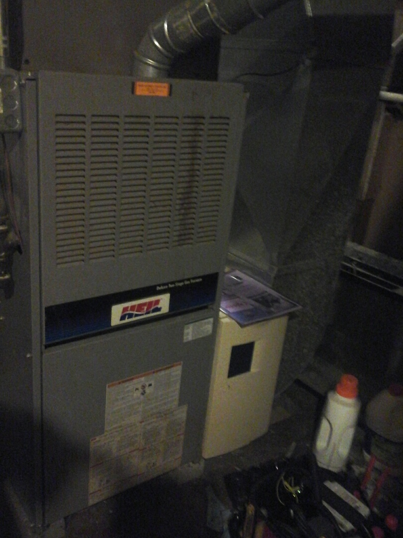 Tekonsha, MI - Yearly maintenance tune up on a Heil furnace with a #413 filter.
