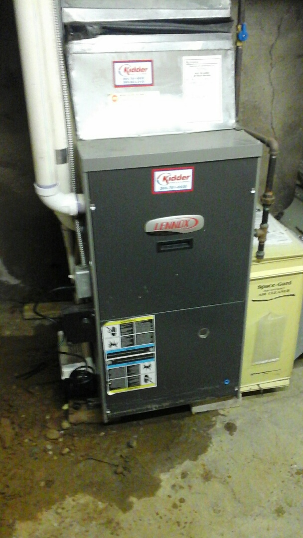 Battle Creek, MI - Yearly maintenance tune-up on a Lennox gas furnace with a 16 � 25 � 1 air filter.