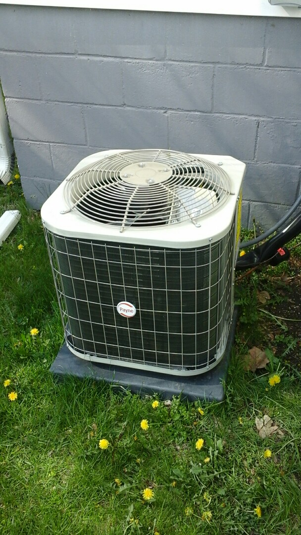 Marshall, MI - Diagnostics on a high-efficiency Payne air conditioning unit with R410A refrigerant charge.