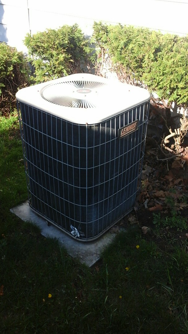 Battle Creek, MI - Yearly maintenance tune-up on a Lennox air-conditioning unit with R - 22 refrigerant charge and a 20 x 25 x 5 media air filter.
