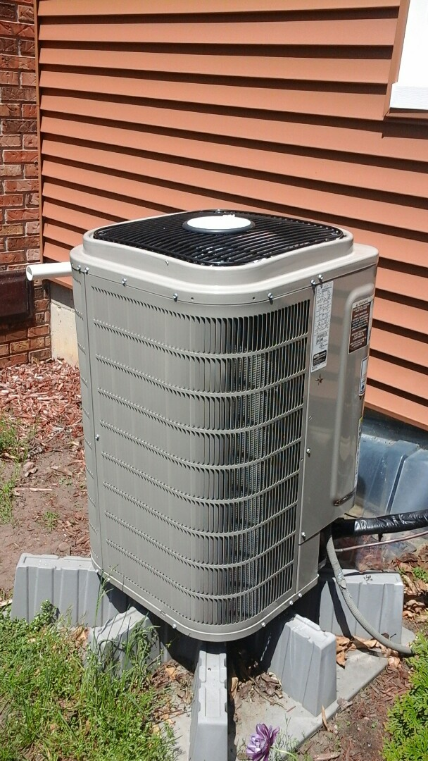 East Leroy, MI - Yearly maintenance tune-up on a Amana air-conditioning unit with R410A refrigerant charge and a 16 � 25 � 5 media air filter and condensate pump.