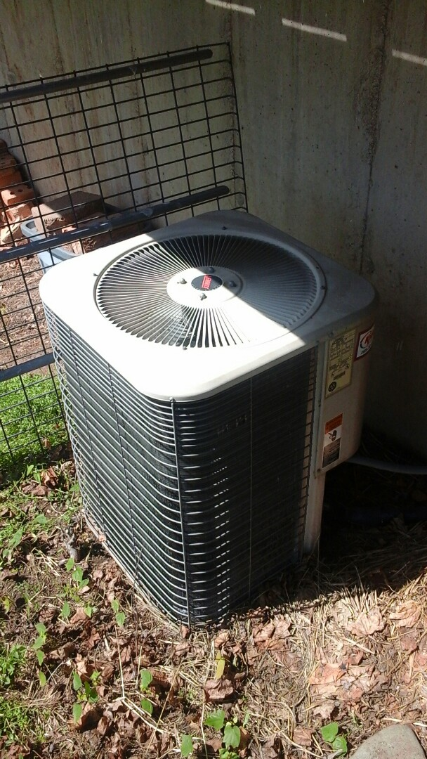 Albion, MI - Diagnostics and replacement of the dual run capacitor on a Lennox air-conditioning unit with R410A refrigerant charge and a 16 � 25 � 1 pleated air filter.