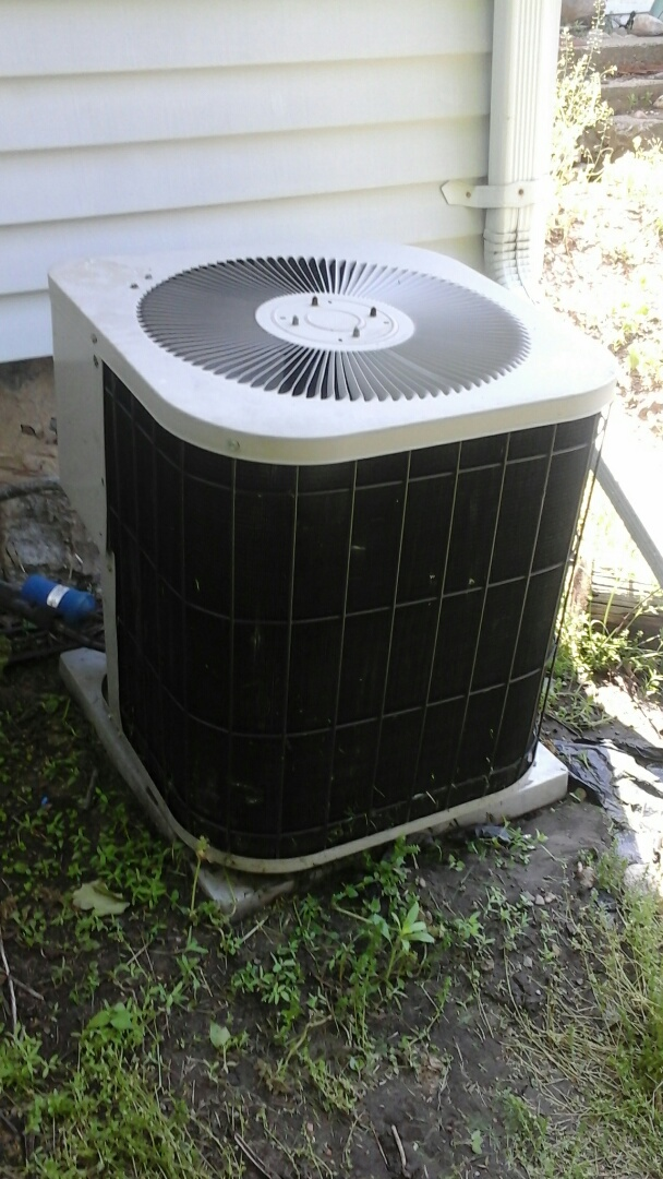 Union City, MI - Yearly maintenance tune up on a amana air conditioner with R22 refrigerant.