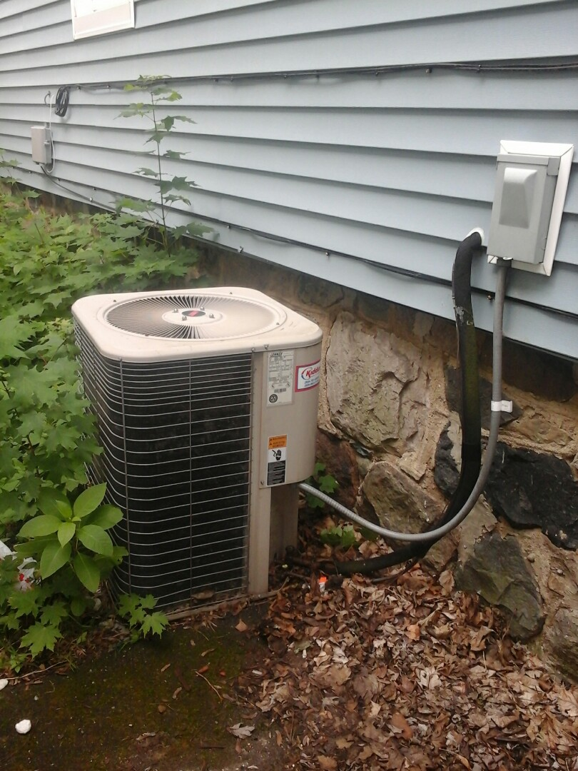 Marshall, MI - Yearly Precision Tune Up on a Lennox air conditioner with R22 refrigerant charge.
