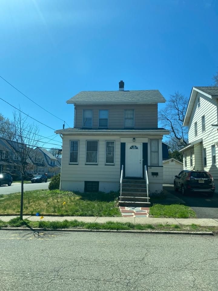 Maplewood, NJ - New Royal Estate Vinyl Siding Siding Installation on the residence and garage.