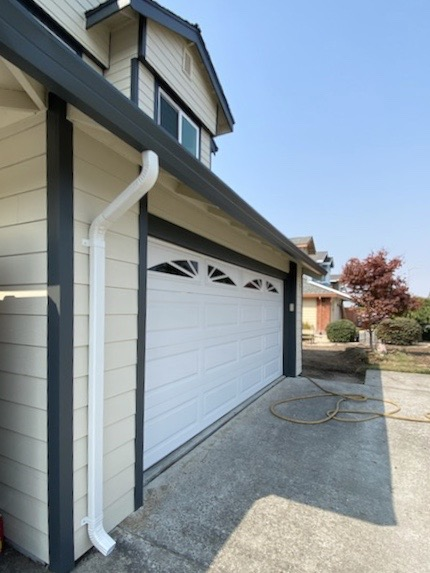 Novato, CA - Installed some eye-catching corrugated, linen-finish downspouts on this Novato residence today! Yet another top-quality product we supply and install in the Bay Area!